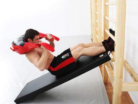 encogimientos abdominales en espaldera