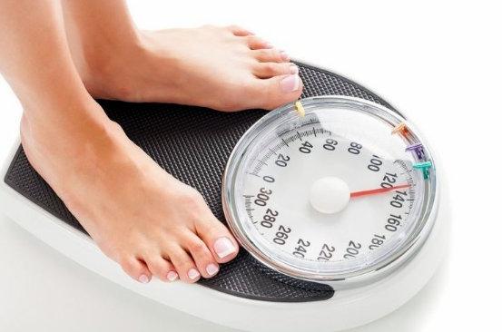 tomar peso corporal en báscula