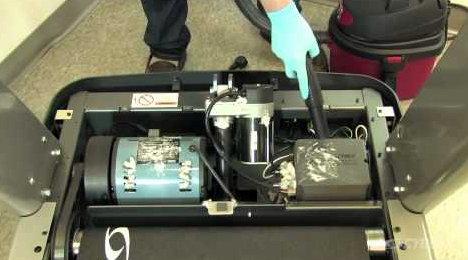 cinta de correr, limpieza del motor con aspiradora