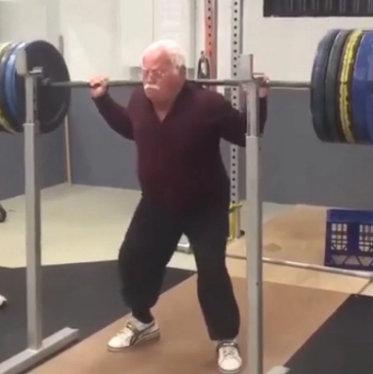 sentadilla personas mayores